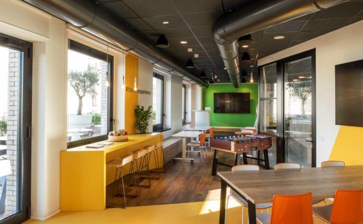 Un nouveau bureau créatif et dynamique avec un écho urbain