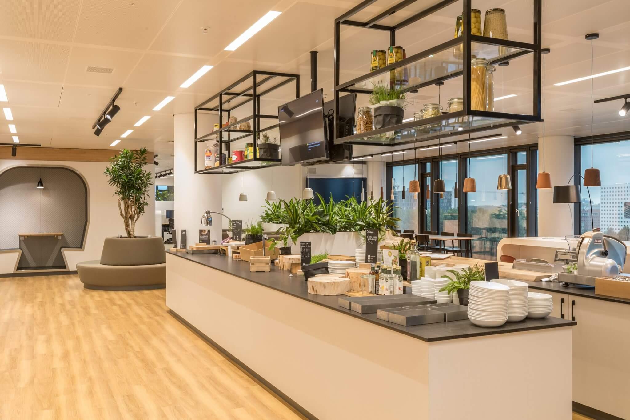 Cantina nos escritórios da JLL e Tétris em Amesterdão, Países Baixos