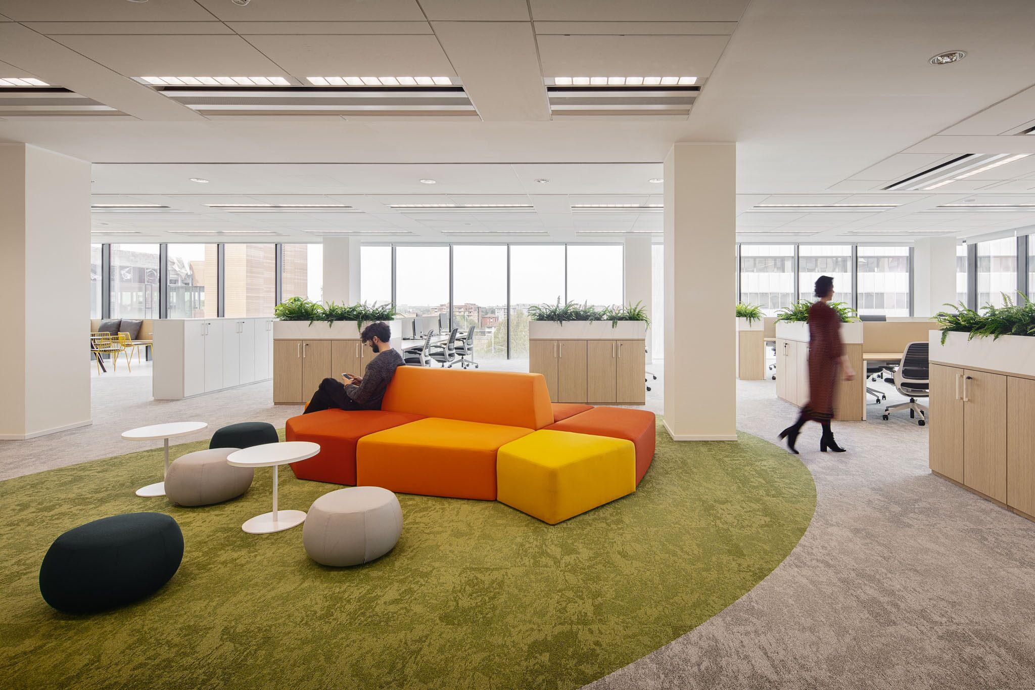 Mobiliário modular no Grupo H&H em Milão, Itália.