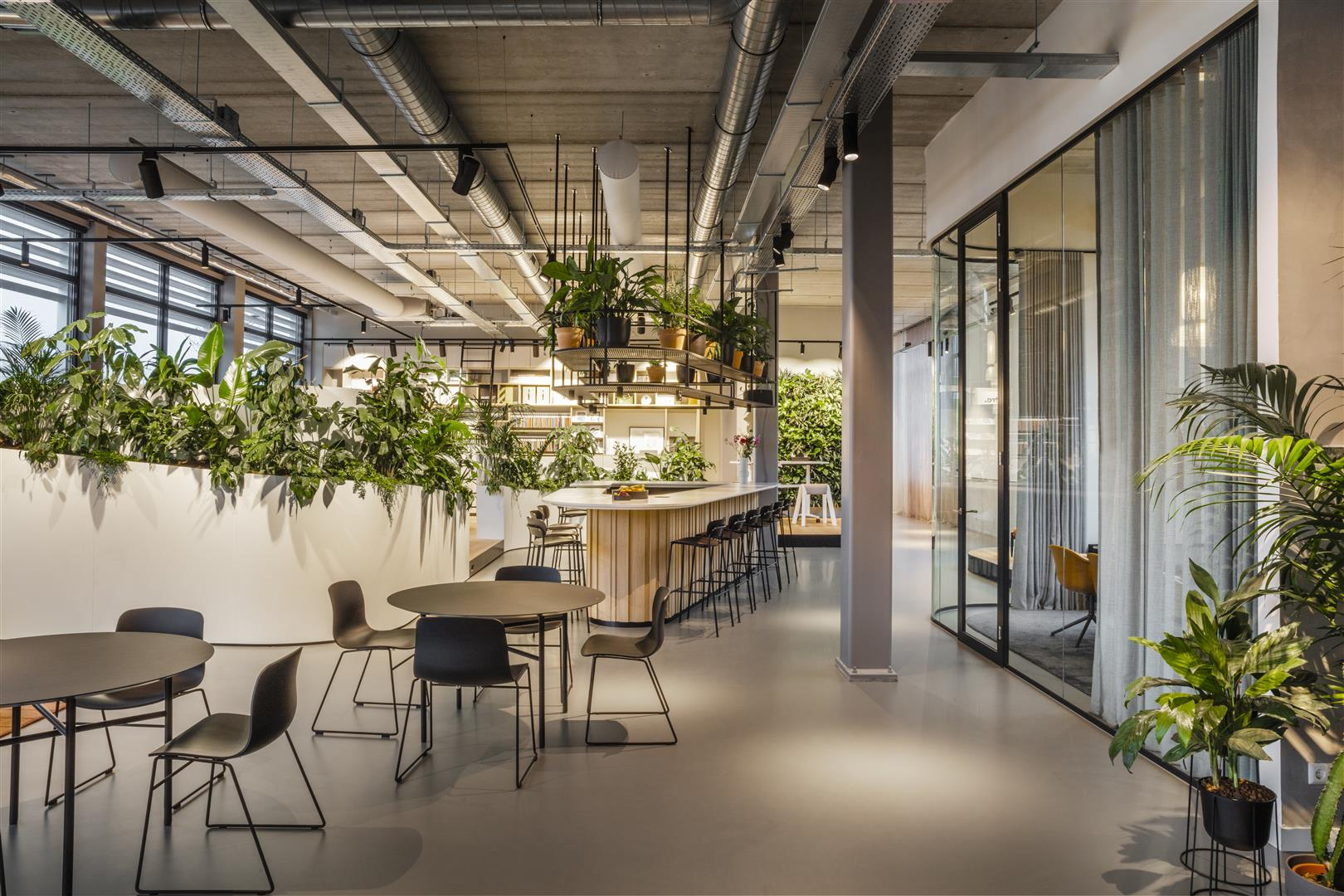 Experiencing the outdoors inside at the InteriorWorks office in Amsterdam, The Netherlands (photo credit: Rick Geenjaar)